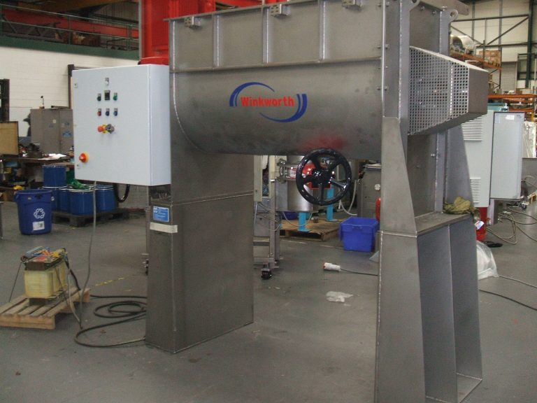 U trough ribbon blender 600 litre. Vaccuum model, elevated legs, heavy duty. Powder mixer blender.