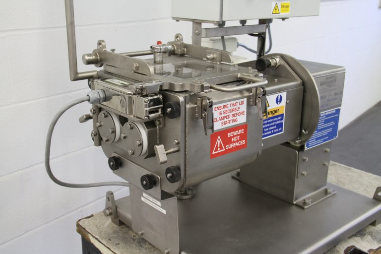 Kneader mixer laboratory scale. Jacketed, vacuum and heating/cooling options. Bench mounted.
