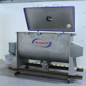 Ribbon blender mixer 660 litre, interrupted spiral blade design. Counterbalance lid.